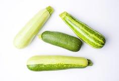 Κολοκύθια, πράσινη θερινή κολοκύνθη στο λευκό Στοκ εικόνα με δικαίωμα ελεύθερης χρήσης