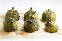 Κολοκύθια Zucchinis γύρω από γεμισμένα Cook Στοκ Εικόνες