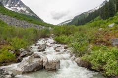 Κολπίσκος στα βουνά - εικόνα αποθεμάτων Στοκ Φωτογραφία
