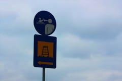 Κολυμπήστε και υπογράψτε Στοκ φωτογραφία με δικαίωμα ελεύθερης χρήσης
