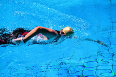 Κολυμπώντας άτομο Στοκ εικόνα με δικαίωμα ελεύθερης χρήσης