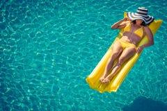 κολυμπώντας νεολαίες γυναικών λιμνών Στοκ φωτογραφίες με δικαίωμα ελεύθερης χρήσης