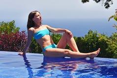 κολυμπώντας νεολαίες γυναικών λιμνών Στοκ Φωτογραφία
