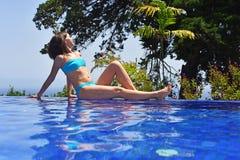 κολυμπώντας νεολαίες γυναικών λιμνών Στοκ εικόνες με δικαίωμα ελεύθερης χρήσης