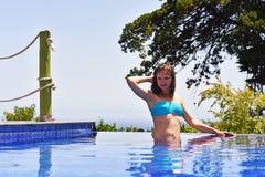 κολυμπώντας νεολαίες γυναικών λιμνών Στοκ φωτογραφία με δικαίωμα ελεύθερης χρήσης