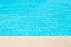 κολυμπώντας ύδωρ ομπρελών λιμνών Στοκ εικόνα με δικαίωμα ελεύθερης χρήσης