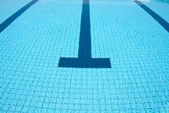 κολυμπώντας ύδωρ ομπρελών λιμνών Στοκ φωτογραφία με δικαίωμα ελεύθερης χρήσης