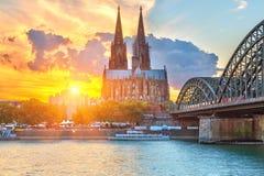 Κολωνία στο ηλιοβασίλεμα στοκ φωτογραφίες