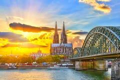 Κολωνία στο ηλιοβασίλεμα στοκ εικόνα