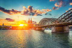 Κολωνία στο ηλιοβασίλεμα Στοκ εικόνα με δικαίωμα ελεύθερης χρήσης