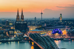 Κολωνία στο σούρουπο στοκ εικόνα