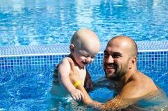 κολύμβηση λιμνών μωρών Στοκ Φωτογραφίες