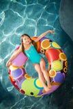 Κολύμβηση κοριτσιών παιδιών Στοκ Εικόνες