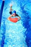 Κολύμβηση κοριτσιών Στοκ εικόνες με δικαίωμα ελεύθερης χρήσης