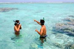 Κολύμβηση με αναπνευστήρα στις νήσους Κουκ λιμνοθαλασσών Aitutaki Στοκ φωτογραφίες με δικαίωμα ελεύθερης χρήσης