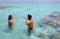 Κολύμβηση με αναπνευστήρα στις νήσους Κουκ λιμνοθαλασσών Aitutaki Στοκ Εικόνα