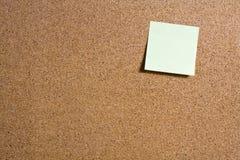Κολλώδεις σημειώσεις για τον πίνακα του Κορκ Στοκ εικόνες με δικαίωμα ελεύθερης χρήσης