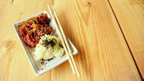 Κολλώδες ρύζι και τηγανισμένες επιλογές κοτόπουλου Στοκ Εικόνες