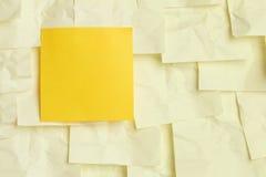 κολλώδης κίτρινος σημε&iota Στοκ φωτογραφία με δικαίωμα ελεύθερης χρήσης
