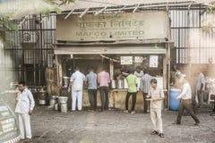 Κράσπεδο καταστημάτων τροφίμων σε Mumbai, Ινδία Στοκ Εικόνα