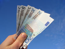 κράτημα ευρώ Στοκ εικόνα με δικαίωμα ελεύθερης χρήσης