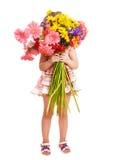 κράτημα λουλουδιών παι&delta Στοκ Φωτογραφίες