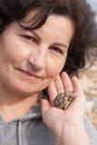 Κράτημα μιας χελώνας Στοκ Εικόνα