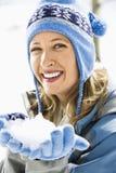 κράτημα της γυναίκας χιον Στοκ εικόνα με δικαίωμα ελεύθερης χρήσης