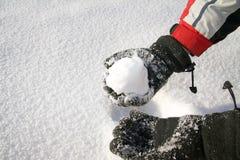 κράτημα της χιονιάς Στοκ φωτογραφία με δικαίωμα ελεύθερης χρήσης