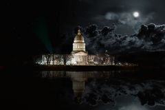 Κράτος Capitol της δυτικής Βιρτζίνια που χτίζει τη νύχτα στοκ φωτογραφία