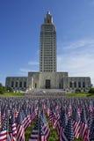 Κράτος Capitol της Λουιζιάνας με τις αμερικανικές σημαίες Στοκ Εικόνες
