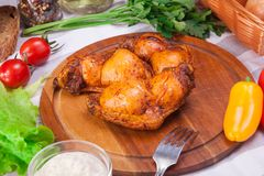 Κρέας και σύνολο λουκάνικων φρέσκου και έτοιμου κρέατος Βόειο κρέας, χοιρινό κρέας, αλατισμένη λαρδί και Μπολόνια και λουκάνικα σ Στοκ φωτογραφία με δικαίωμα ελεύθερης χρήσης