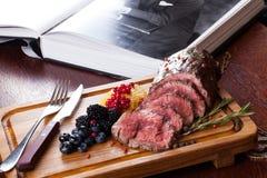 Κρέας με τα μούρα Στοκ Φωτογραφία