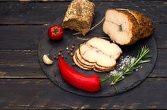 Κρέας με τις καυτές ντομάτες πιπεριών και κερασιών Στοκ Εικόνες