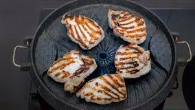 Κρέας μπριζόλας χοιρινού κρέατος bbq στο τηγάνι σχαρών Στοκ φωτογραφίες με δικαίωμα ελεύθερης χρήσης