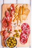 Κρέας που τίθεται για ένα γρήγορο πρόχειρο φαγητό Στοκ Φωτογραφίες