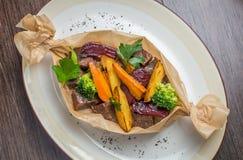 Κρέας που ψήνεται με τις πατάτες Στοκ Εικόνες