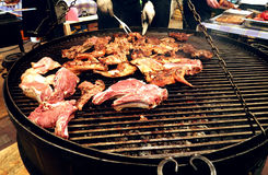 κρέας που ψήνεται Στοκ εικόνες με δικαίωμα ελεύθερης χρήσης
