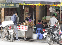 Κρέας σκυλιών πώλησης και αγοράς στο Βιετνάμ Στοκ φωτογραφίες με δικαίωμα ελεύθερης χρήσης