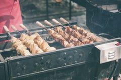 Κρέας στα οβελίδια στοκ εικόνα