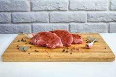 Κρέας στο χαρτόνι Στοκ φωτογραφίες με δικαίωμα ελεύθερης χρήσης