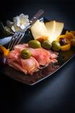 Κρέατα και επιλογή τυριών Στοκ φωτογραφία με δικαίωμα ελεύθερης χρήσης