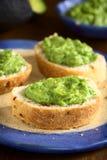 Κρέμα αβοκάντο στο ψωμί Στοκ Φωτογραφίες