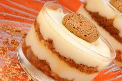 Κρέμα βανίλιας και επιδόρπιο amaretti στοκ φωτογραφία με δικαίωμα ελεύθερης χρήσης