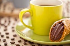 Κρέμα και καφές μπισκότων Στοκ εικόνα με δικαίωμα ελεύθερης χρήσης