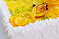 Κρέμα και φέτες των φρούτων Στοκ Φωτογραφίες