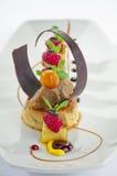 Κρέμα καραμέλας με τα φρούτα και τη σοκολάτα Στοκ φωτογραφίες με δικαίωμα ελεύθερης χρήσης