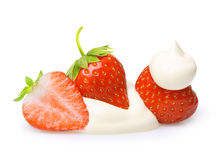 Κρέμα με τη φράουλα μούρων που απομονώνεται Στοκ Εικόνες