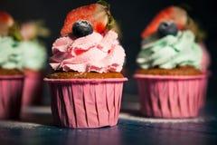 κρέμα μούρων cupcakes Στοκ Εικόνες