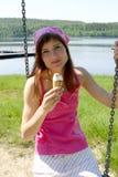 κρέμα που τρώει τον πάγο Στοκ φωτογραφία με δικαίωμα ελεύθερης χρήσης